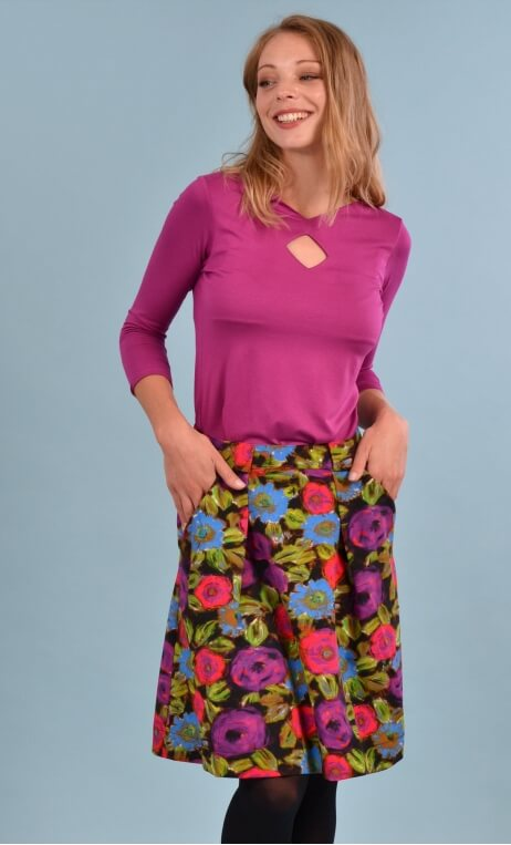 Jupe Sarcastique Spanish Caravan, Printed skirt, corolla, pleats at the front with pockets, flat back.