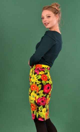 Jupe Odette Spanish Caravan, printed skirt velvet, tapered, knee length, rounded slits sides.