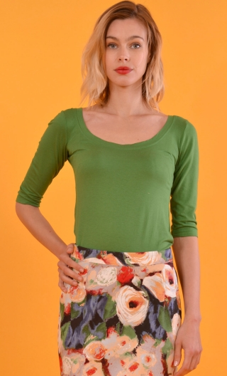 Top Roxane Green, Top dancer neckline: very far on the shoulder, three-quarter sleeves, neckline back. Simple and glamorous.