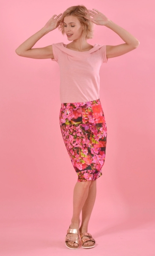 "Jupe Andromaque Azalée, spindle print skirt, ""pencil"", knee length, back slit embellished with a bow"