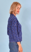 Top Hermione La Casa, Printed crepe top, faux-buttoned, loose, small collar and 3/4 sleeve.