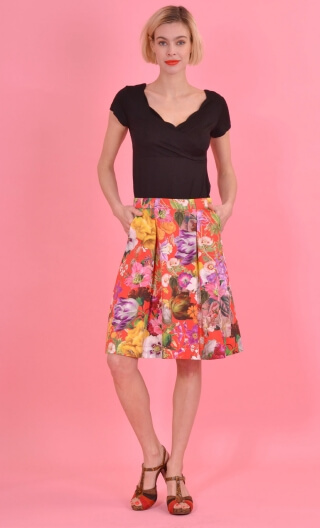 Jupe Princesse Kitch Rouge, Corolla print skirt, beautiful pleats at the front with pockets, flat back