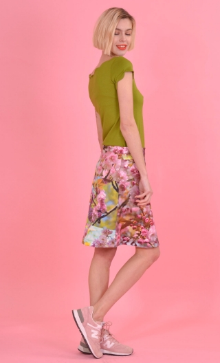 Jupe Swan Cerisier du Japon, A-line printed skirt just above the knee, zipped at the back.