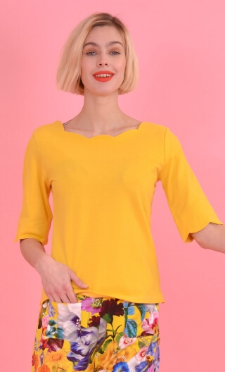 Top Allison Piqué Jaune d'Or, Plain knitted top, festooned neckline and sleeves, fitted