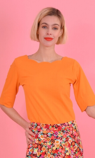Le Top Allison en Piqué Papaye, Plain knitted top, festooned neckline and sleeves, fitted