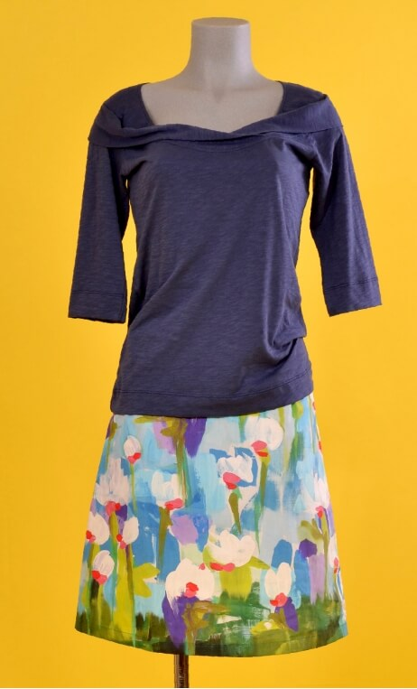 Jupe Swan Pompadour, A-line printed skirt just above the knee, zipped at the back.