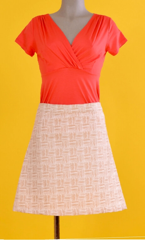Jupe Swan Villa Lysis, A-line skirt just above the knee, zipped at the back.