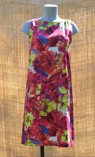 Robe Lady Garden Song rouge, Three-hole printed dress, knee, trapeze, patch pockets, short