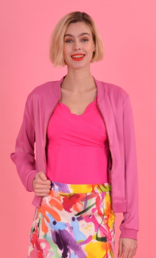 Blouson Rock Merveilleuses Framboise, small plain zipped jacket, sewn pockets, unlined.