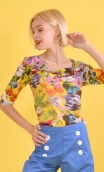 Top Aurore Kitch Jaune, Top in printed knit, glamorous, loose, draped neckline in front, ¾ sleeves, sixties.