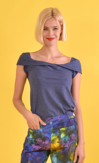 Top Chachacha Flamed Cotton Blue jean, plain Top glamorous, cap sleeves, slightly loose, off plunging neckline, embellished with