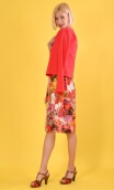 Dress Meringue Red Kitch , with scalloped neckline and small sleeves, marked waist, open skirt, very elegant