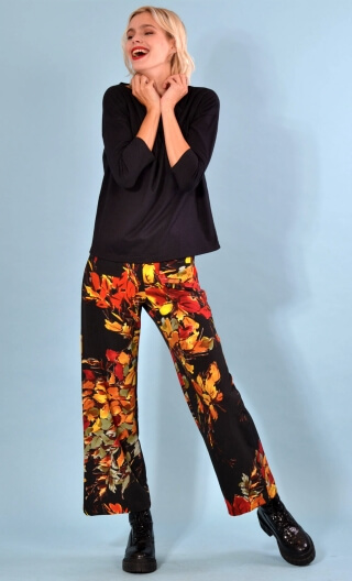 Trousers Gabin Verlaine print, Wide and slightly short, stretch, flat profile, side zip, back and front patch pockets.