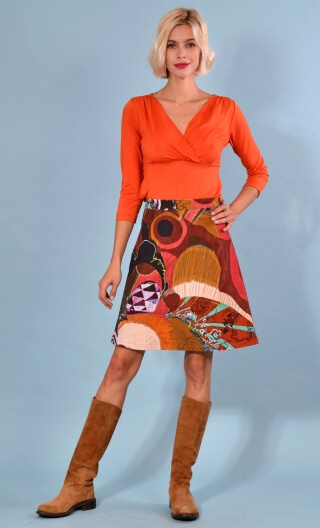 Jupe Swan Grand Empire, A-line printed skirt just above the knee, zipped at the back.