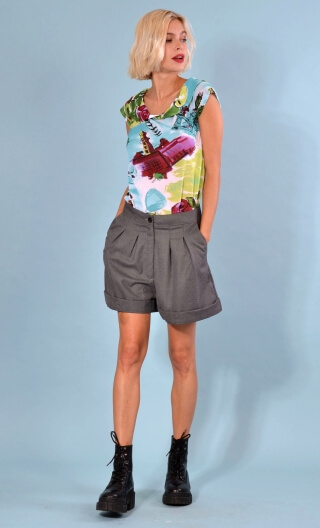 Short Gavroche Grey Twill, Wide plain shorts with turn-ups, box pleats under the waistband and slant pockets.