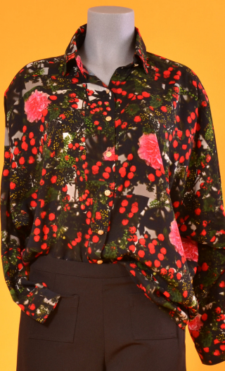 Chemise Résiste Cache Cache, Oversized print shirt, long sleeves with cuffs, pointed collar..