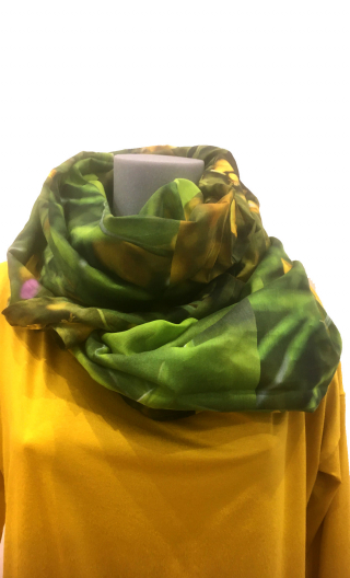 Etole Boutons d'Or, Long stole printed, very soft thanks to the silk. To wear cheche or starlet style of the fifties, it is the