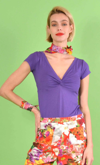 Top Sister Act en Basiques Raffinés Violet, adjusted, interlaced cups and small sleeves.