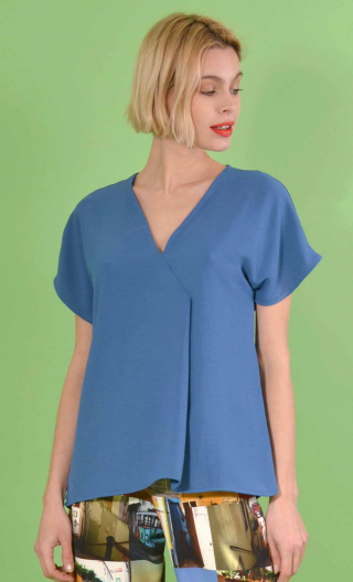 Top L'Aigrette en Plume indigo, kimono style, flared, loose sleeve, V in front, pleat