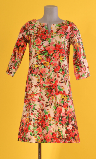 Robe Colette Jardin d'Italie Rouge, Slightly trapeze dress, printed cotton, with sleeves, boat neckline with slit, knee length.