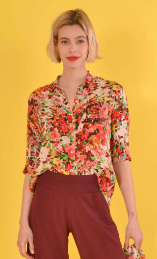 Chemise Alala Jardin d'Italie rouge, Printed shirt, three quarter sleeves with cuffs, flowing, mini rounded collar.