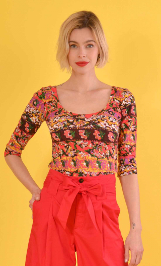 Top Roxane. Bayadère rouge, printed jersey, fitted, dancer neckline, three-quarter sleeves