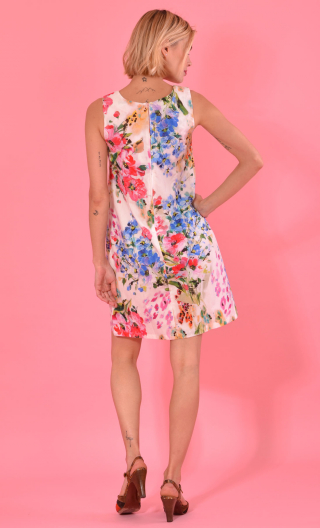 Dress Only you in print Le Monde de Peter Pan, Short, three-hole, round neckline and small shoulder width.