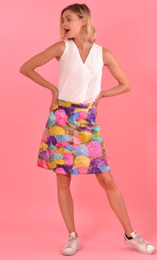 Jupe Swan Le Monde de Peter Pan, A-line printed skirt just above the knee, zipped at the back.